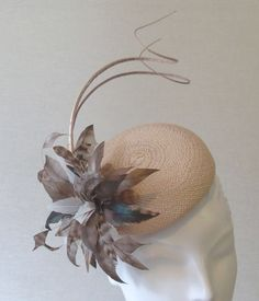 image Fascinator Hats, Fascinators, Headpieces, Sisal, Race Day Hats, Cheap Sandals, Hats For Women, Ladies Hats, Head Accessories