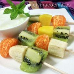 brochetas de frutas Sweet Recipes, Healthy Recipes, Spanish Food, Wrap Sandwiches, Bon Appetit, Fruit Salad, Deserts, Healthy Eating, Tasty