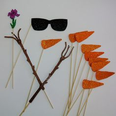 Material Glitter Foamy Last Longer that traditional Card Stock  Olaf Glasses  Olaf carrot Noe  Olaf Hands  Flower Items as seen in picture.