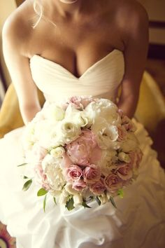 I love this bouquet. Just needs a lite blue and green.