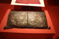 Spanish Pillow, 16th century. Silver leather (?), punched and painted, composed of 2 skins sewn together with four seams and filled with horsehair. Museo Stefano Bardini, Florence.