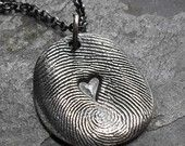 Fingerprint Necklace Fine Silver with Heart in Middle - 1 Charm on Rollo Chain. Beginning Jewelry Making Kit Diy Schmuck, Schmuck Design, Cute Crafts, Crafts To Do, Plastic Fou, Diy Gifts, Great Gifts, Fingerprint Necklace, Fingerprint Heart
