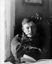 August Macke - was one of the leading members of the German Expressionist group Der Blaue Reiter. He lived during a particularly innovative time for German art. August Macke, Franz Marc, Artist Art, Artist At Work, Cavalier Bleu, Blue Rider, Art Eras, Photo Portrait, Paul Klee