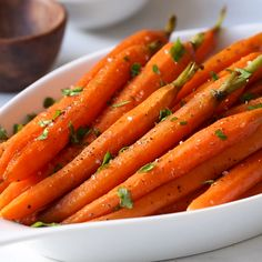 Roasted carrots with caramelized surface that enhances the flavor. Butter, salt, and pepper intensify the natural sweetness of this root vegetable. Carrot Recipes, Vegetable Recipes, Vegetarian Recipes, Healthy Recipes, Broccoli Recipes, Easy Recipes, Best Thanksgiving Side Dishes, Easy Thanksgiving Recipes, Keto Thanksgiving Dinner