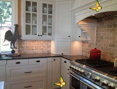 <br> Kitchen Backsplash Gallery, Backsplash Kitchen White Cabinets, Black Granite Countertops, Travertine Backsplash, Kitchen Countertops, Backsplash Ideas, Kitchen Marble Top, Beige Kitchen, Best Kitchen Designs
