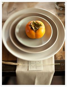 Fall wedding decor using persimmons!  I LOVE persimmons!!!!! :D