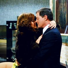JR and sue Ellen Falcon Crest, Dallas Tv Show, Larry Hagman, Real Tv, Linda Gray, Dysfunctional Relationships, Texas, Great Novels, Child Love