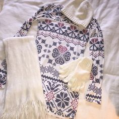 Long sleeve geometric top Geometric shapes, faded red, faded blue colors and white. Perfect for winter time!! Says small but can fit a medium. Forever 21 Tops