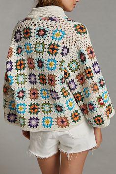 Cardigan Au Crochet, Crochet Coat, Crochet Jacket, Cardigan Pattern, Crochet Clothes, Crochet Squares, Crochet Granny, Crochet Stitches, Crochet Patterns