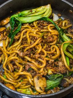 Yaki udon is an easy Japanese stir fried udon noodle recipe ready in 20 minutes! Stir fried udon noodles with a savory 5 ingredient yaki udon noodle sauce. Vegetarian Dinners, Vegetarian Recipes, Vegetarian Soup, Meal Recipes, Stir Fry Japanese, Japanese Noodle Dish, Japanese Soup, Easy Chinese Recipes, Recipes
