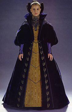Natalie Portman stars as Padmé Amidala in the Star Wars saga. Cosplay Star Wars, Costume Star Wars, Reine Amidala, Queen Amidala, Amidala Star Wars, Star Wars Padme, Natalie Portman, Costume Padme, Disfraz Star Wars