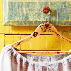 wood-burned clothes hangers! i LOVE wood burning, and seems like a very fally craft with not too much prep or clean up... need to do this someday!