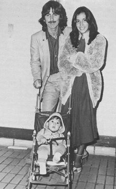 George Harrison with wife Olivia Arias-Harrison and baby son Dhani Harrison Great Bands, Cool Bands, Beverly Hills, Olivia Harrison, George Harrison House, Liverpool, The Fab Four, Ringo Starr, Shows