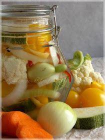 ...konyhán innen - kerten túl...: Vegyes savanyúság Pickles, Cantaloupe, Cucumber, Fruit, Food, Pickle, Cauliflower, Meals, Zucchini