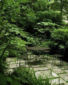 Inspiration for a textured green outdoor space — Laetitia Maklouf Diy Garden, Shade Garden, Dream Garden, Garden Oasis, The Secret Garden, Woodland Garden, Garden Spaces, Backyard Landscaping, Backyard Patio