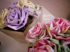 Flor com Art: Vasinhos Decorativos com flores de tecidos em madeira e alumínio.