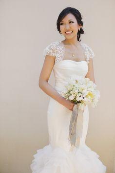 Wunderschöne Hochzeitskleider von Vera Wang! Tipps für deine Hochzeit von der Hochzeitsfotografin Sandra Hützen. www.sandrahuetzen.de  View entire slideshow: Real SMP Brides in Vera Wang on http://www.stylemepretty.com/collection/2571/