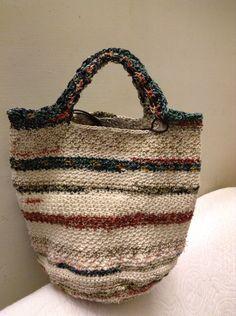 Love this bag Knit Basket, Basket Bag, Crochet Handbags, Crochet Purses, Crochet Bags, Cute Bags, Knitted Bags, Tote Purse, Handmade Bags