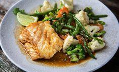 Cod with vegetables and teriyaki sauce & Drinks New Menu, Teriyaki Sauce, Fish And Seafood, Wok, Ramen, Tapas, Nom Nom, Food And Drink, Nutrition