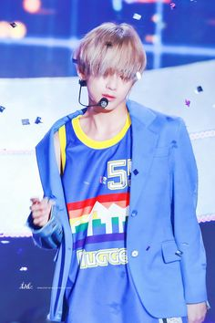Kim Taehyung is not real. Daegu, Jimin, Bts Bangtan Boy, Billboard Music Awards, Foto Bts, Kpop, Bts Kim, Korean Boy, Kim Taehyung