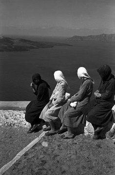 David Seymour – archipelago of Cyclades, Greece, 1951 Greece Pictures, Old Pictures, Old Photos, Vintage Photos, Henri Cartier Bresson, History Of Photography, Street Photography, Greek Beauty, Famous Photographers