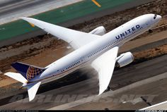 United Airlines N26902 Boeing 787-8 Dreamliner aircraft picture