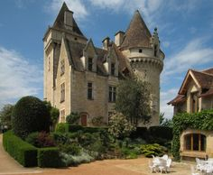 Château Les Milandes in the Département of Dordogne/France Medieval Fortress, Medieval Castle, La Roque Gageac, Lascaux, Chateau Medieval, La Dordogne, Château Fort, Witch House, Fortification