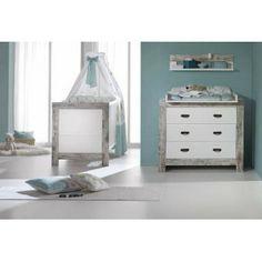 Ολοκληρωμένο βρεφικό  δωμάτιο Nordic Chic Τo ξύλινo ντεκόρ Shabby chic είναι η νέα τάση για το 2013! Ένα ξεχωριστό βρεφικό δωμάτιο που θα βρείτε σε αποκλειστικότητα στο κατάστημα μας! Μια πετυχημένη αντίθεση χρωμάτων λευκού και παλαιομένου ξύλου. Με μοντέρνο σχεδιασμό και απλή minimal σχεδίαση. Κατασκευάζεται στην Γερμανία. Περιλαμβάνει: Κρεβάτι Συρταριέρα Στρώμα Cocolatex Σετ προίκας 3τμχ Πάντα- Πάπλωμα-Κουνουπιέρα (της επιλογής σας) Σίδερο κουνουπιέρας