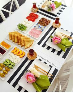 Table mats-straight lines for square plates Breakfast Table Setting, Breakfast Platter, Breakfast Desayunos, Breakfast Presentation, Food Presentation, Food Design, Turkish Breakfast, Food Decoration, Food Platters