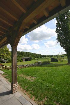 Veranda woonboerderij met eiken houten kolommen, balken en schoren   Architektenburo Bikker BV