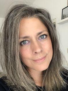 Natural grey hair - All For Hair Color Balayage Grey Hair Lob, Grey Hair Care, Long Gray Hair, Silver Grey Hair, Gray Hair Growing Out, Grow Hair, Grey Hair Inspiration, Gray Hair Highlights, Transition To Gray Hair