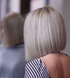Super Cute Hairstyles, Medium Bob Hairstyles, Woman Hairstyles, Beautiful Hair Color, Cool Hair Color, Grey Blonde Hair, Hair With Flair, Corte Bob, Hair Pictures