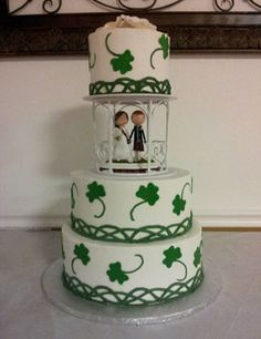 sugar flowers for wedding cakes ireland wedding cake green butter frosted with 20574