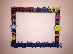 I created this frame to use in my classroom on the first day of school! Kindergarten Pictures, Kindergarten First Day, First Day Of School, Back To School, School Projects, Art Projects, School Picture Frames, Photo Booths, School Pictures