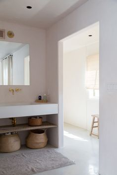At Home with an LA Costume Designer, Summer Remodel Edition .- At Home with an LA Costume Designer, Summer Remodel Edition – Remodelista aesthetic looking white bathroom with large sink for the whole family - Bad Inspiration, Bathroom Inspiration, Interior Inspiration, Interior Ideas, Bathroom Interior, Home Interior, Modern Bathroom, Interior Decorating, Interior Colors