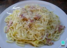 Aprende a preparar espaguetis a la carbonara con esta rica y fácil receta. La salsa carbonara es una de las salsa para pasta más famosa, junto con la salsa boloñesa...