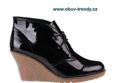 lakovaná obuv na klínku