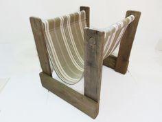 Porte-revues en bois de palette et toile matelas