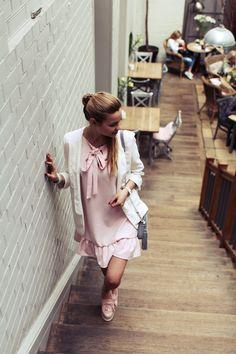 Ekstra Szpilki to sklep oferujący modne i tanie buty. Znajdź wiele modeli modnych szpilek damskich, czółenka, botki i wiele innych butów damskich. Zapraszamy!...