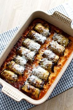 Aubergine med ricotta i tomatsauce No Bake Snacks, Yummy Snacks, Yummy Food, Milk Recipes, Vegetarian Recipes, I Love Food, Good Food, Easy Cooking, Cooking Recipes