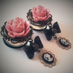 rose and bow plugs