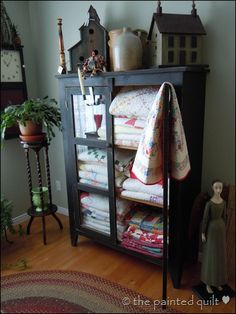 antiques + quilts = perfection #quilt #cupboard #storage #pie_safe