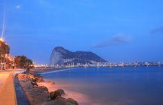 Vista del Peñón de Gibraltar desde el Paseo Marítimo de La Línea