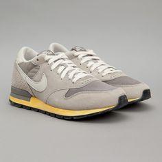 Nike / Air Epic Vintage QS (Soft Grey / Light Bone)