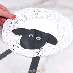 Doily Sheep Craft - Basteln frühling ostern - Crafts world Winter Crafts For Kids, Spring Crafts, Preschool Crafts, Easter Crafts, Easter Art, Easter Activities, Halloween Crafts, Holiday Crafts, Easy Toddler Crafts