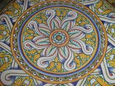 Piatto di ceramica dip.a mano #Italy http://ceramicamia.blogspot.it/2009/02/guida-sulle-decorazioni-ceramiche.html