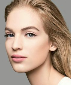Looking for the best anti-aging serum? Finding the perfect balance of moisture and effectiveness in an anti-aging serum isn't easy, and with hundreds of anti-ag Chanel Beauty, Beauty Makeup, Hair Makeup, Hair Beauty, Flawless Makeup, Gorgeous Makeup, Best Anti Aging Serum, Anti Aging Skin Care, Bridal Makeup
