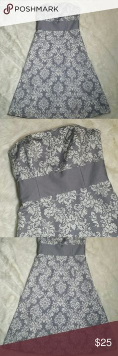 """LOFT Ann Taylor Strapless Damask Dress Size 2 LOFT Strapless Damask print dress, size 2. Darted strapless bust with boning. Dove gray background with soft white damask print. Gray solid thick stripe panel below the bust. Thick and lined with a gray slip attached. Side zip entry with eye hook closure. Preowned in great condition with no rips, holes, tears or stains. Size 2. 100% cotton.  Measurements  Pit to Pit 15.5"""" Waist 13.5"""" Top to bottom 39"""" LOFT Dresses Strapless"""