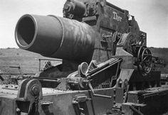 https://flic.kr/p/bbM6gP | 60 cm Mörser Karl-Gerät 040 Nr. III « Thor » | Première version du mortier lourd « Thor » avant son réarmement (montage de l'obusier 54 cm Rohr 041).  Courtesy fotki.yandex.ru/users/valiant-17/