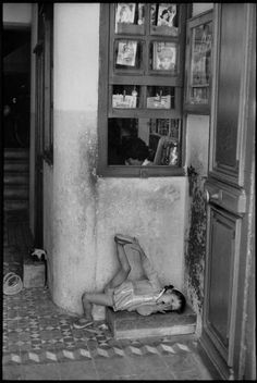 by Henri Cartier-Bresson // Spain, 1963 - Burgos Walker Evans, Contemporary Photographers, French Photographers, Candid Photography, Street Photography, Henri Cartier Bresson Photos, Dream Pictures, Magnum Photos, Black And White Photography